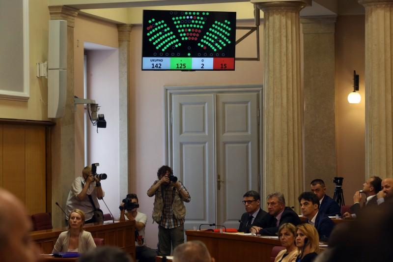 Sabor izglasovao nepovjerenje Oreškoviću, pala Vlada