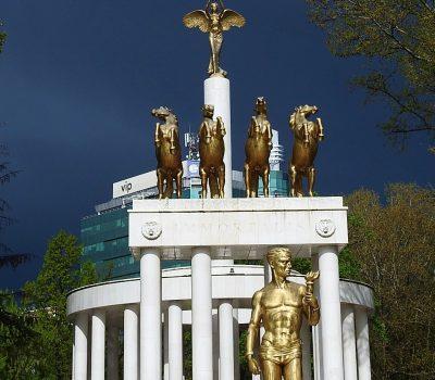 Ilustracija - novovijeki spomenici u Skopju, projekt bivše VMRO vlasti (foto TRIS/G. Šimac)