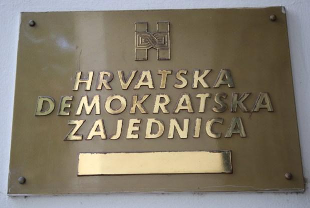 Novinarske ekipe ispred sjedišta HDZ-a
