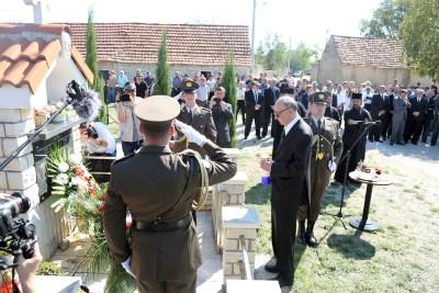 U ime predsjednice Republike vijenac je položio i svijeću zapalio Nikica Valentić (Foto: Tris/H. Pavić)