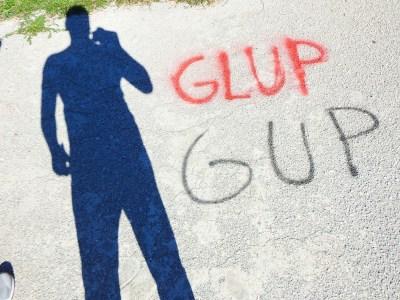 Ilustracija: GLUP GUP - natpis na splitskom igralištu (foto TRIS/G. Šimac)