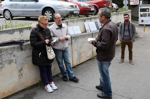 Prosvjed protiv abortusa pred šibenskom bolnicom (Foto: Tris/H. Pavić)