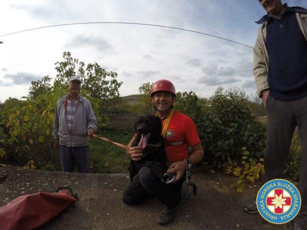 Pas Gašo sa svojim spasiteljem (Foto: HGSS)