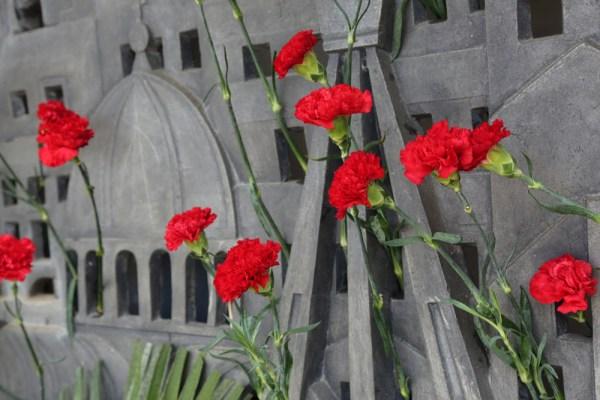 Cvijeće na Spomen kosturnici (Foto: Tris/J. Krnić)