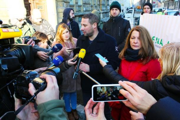 Enes Ćerimagić iz Zelene akcije se obraća novinarima (foto: ZA)