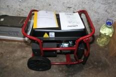 Uz solarne panele i akumulatore, za slučaj duge naoblake, dobili su i benzinske agregate