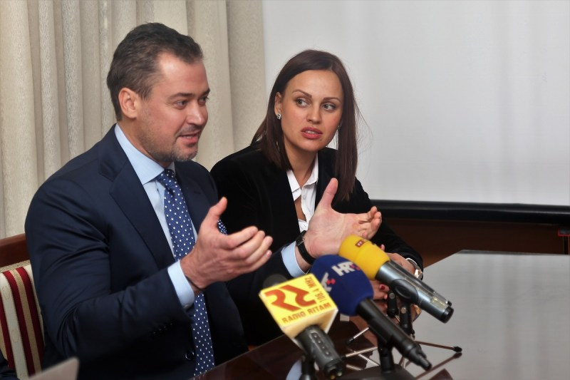 Ruski investitor Aleksej Frolov i direktorica njegove hrvatske tvrtke Aqua Relaxio d.o.o. Anastasia Petričević (Foto: Tris/H. Pavić)