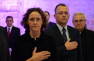 Arhiva: Ruke na srcu: sadašnja ministrica kulture i bivši ministar kulture (foto Hina)