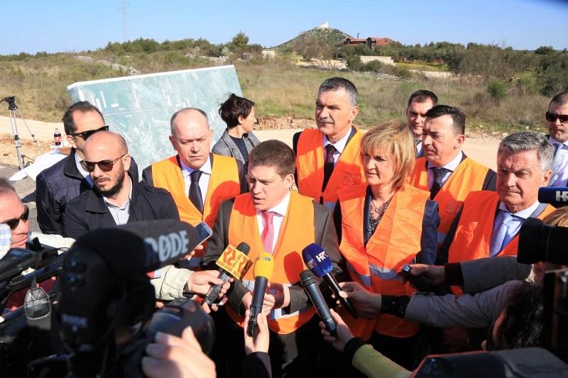 Ministar Oleg Butković na vodičkoj obilaznici (Foto: Tris/H. Pavić)