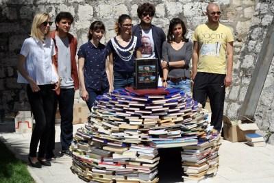 Knjigozidarenje: Jadran Kale i šibenski arhitekti sagradili bunju od knjiga!