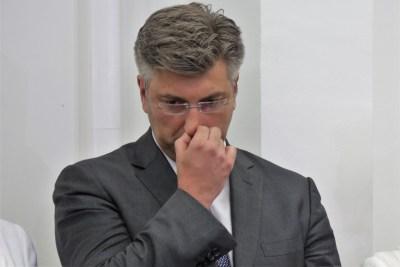 Plenković vrijeđa Istru, a pilote kanadera nagrađuje jednokratnom apanažom svojih stranačkih uhljeba