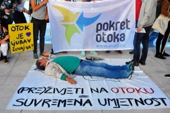 Pepe Kalafot glumi da je mrtav (foto TRIS/G. Šimac)