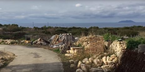 Gradilište s pogledom na otok Svetac (foto printscreen youtube)