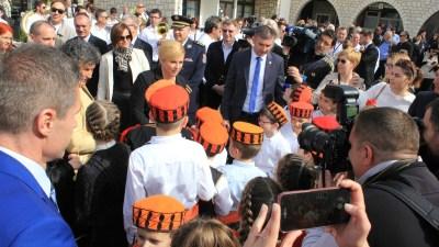Šibenske kape oko predsjednice (foto TRIS)