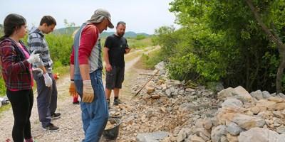 Suhozidarke i suhozidari (foto PP Vransko jezero)
