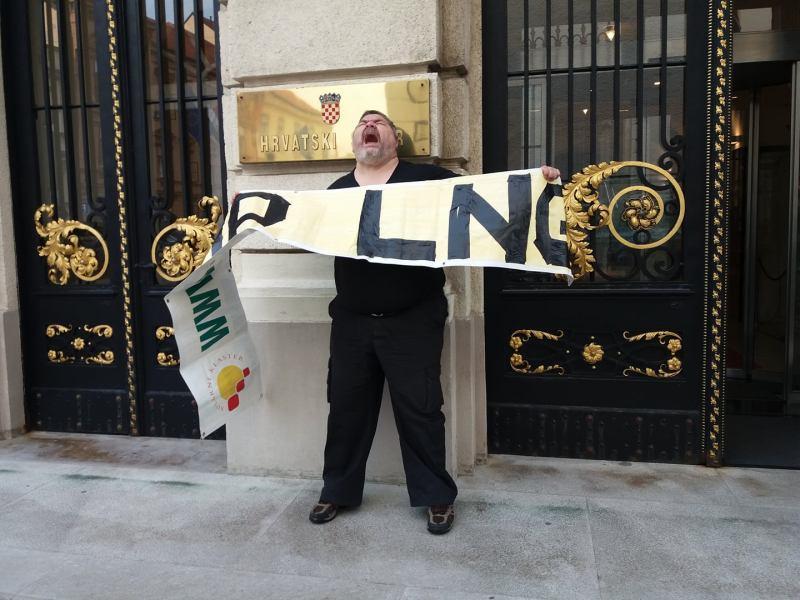 I aktivist Vjeran Piršić je prosvjedovao (foto Facebook)