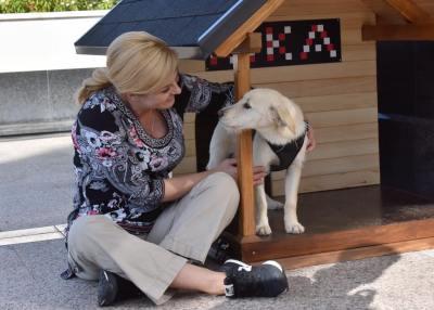 Kika ima novu kuću na kojoj piše KIKA (foto: Facebook/predsjednica.hr)