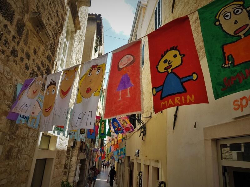 Zastave 'Države MDF' u Šibeniku (foto TRIS/G. Šimac)