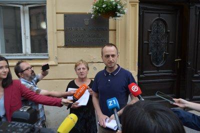 Bernard Ivčić (ZA) i ostali ispred zagrebačke Skupštine