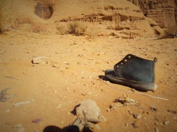 Jedna cipela u pustinji (foto TRIS/G. ŠIMAC)