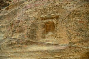 Jedan od isklesanih spomenika u klancu El-Siq kojeg smo nazvali bankomat (foto Joso Gracin Joka)