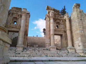 U antičkoj Gerasi veličanstveni hramovi se nalaze na sve strane (foto J. Gracin)
