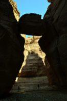Uglavljeni kameni blok na ulasku u Wadi Numeiru (foto J. Gracin)