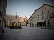 Okupljalište građana bez građana koji se okupljaju (foto TRIS/G. Šimac)