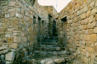 Jedna od ulica u drevnom selu Dani ( foto Joso Gracin)