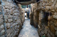 Kameni prolazi u selu Dana (foto Joso Gracin)
