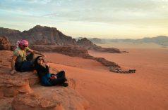 Na pješčenjačkim stijenama iznad beduinskog kampa (foto Joso Gracin)