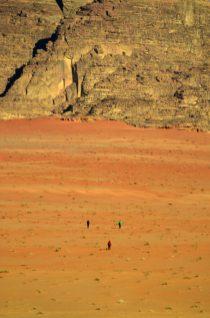 Povratak u kamp preko pustinjskog prostranstva (foto Joso Gracin)