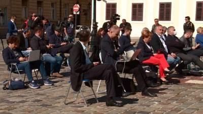 U velikoj ambalaži, mali sadržaj: Plenkovićevo cinično, nadmeno poigravanje sa zagrebačkom oporbom na Markovom trgu