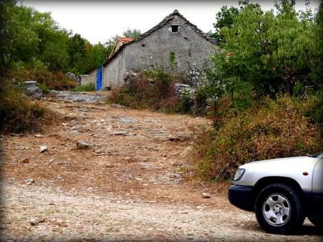 Izlokani kilometarski pristupni put (foto TRIS/G. Šimac)