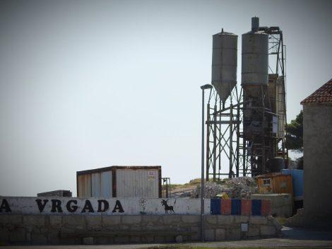 Industrija na plaži (foto TRIS/G. Šimac)