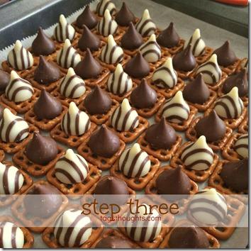 Sweet & Salty Chocolatey Pretzel Snacks by trishsutton.com 3 #hersheys #kisses #hugs #chocolate #pretzels