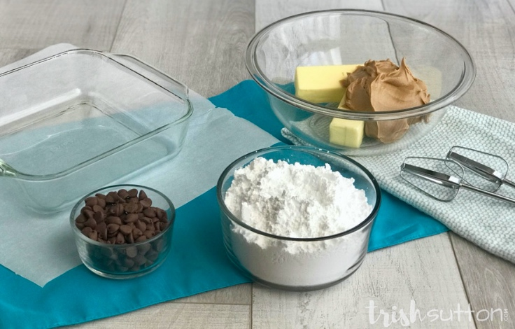 Create creamy peanut butter chocolate chip fudge in just five minutes with this five ingredient easy microwave recipe. TrishSutton.com