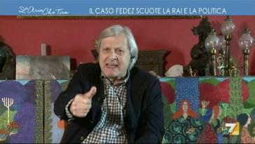 """Vittorio Sgarbi contro Fedez: """"Ha dette quelle cose sui gay senza mascherina e con lo smalto …"""