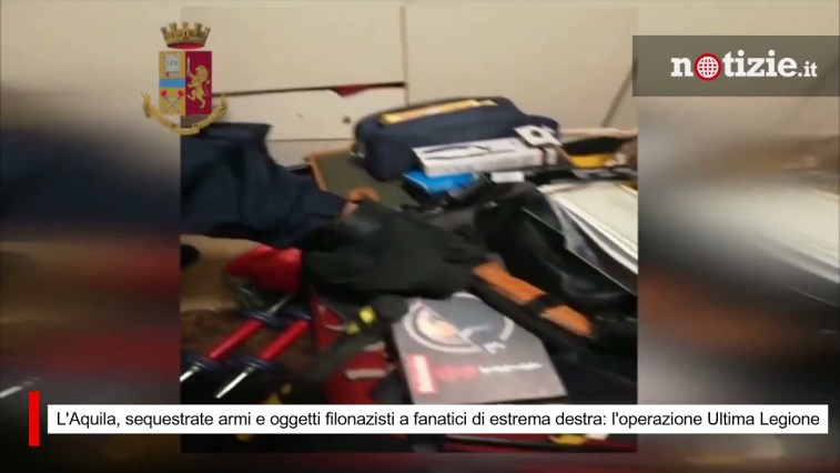 L'Aquila, sequestrate armi e oggetti filonazisti a fanatici di estrema destra: operazione di polizia