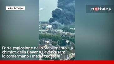 Leverkusen, esplosione nello stabilimento della Bayer: enorme colonna di fumo