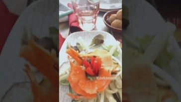 Drusilla Gucci assieme a Daniela Martani in un ristorante vegano a Roma #Shorts