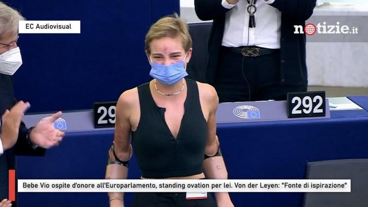 """Bebe Vio ospite d'onore all'Europarlamento, ovazione per lei: Von Der Leyen: """"È una leader"""""""