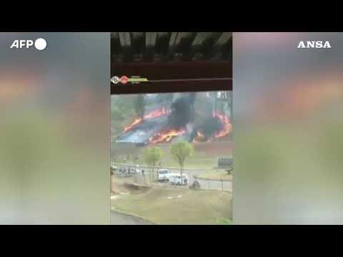 Brasile, piccolo aereo precipita a San Paolo: 7 vittime
