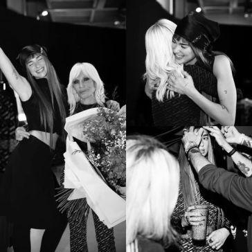 Dua Lipa, in compagnia di Donatella Versace, sul set della campagna autunno-inverno 2021 d…