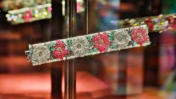 Florae, dai fiori dei gioielli Van Cleef a quelli evanescenti di Mika Ninagawa
