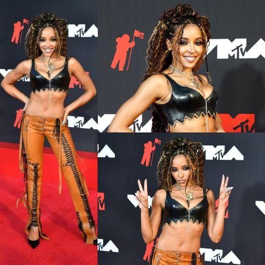 Tinashe è la prima artista a sfilare sul Red Carpet dei #VMAs 2021!
