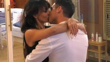 Il primo vero bacio fra Miriana Trevisan e Nicola Pisu al Grande Fratello Vip