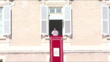 """Migranti, Papa Francesco: """"In Libia violenza disumana, ci sono dei veri lager"""""""