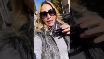 Stefania Orlando prova la canzone per strada e la guardano malissimo #stefaniaorlando