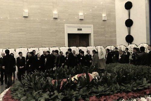 Ông Tập Cận Bình đến dự tang lễ của bà Lý Chiêu (nguồn: hk01)